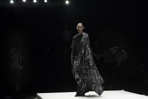 境生象外登陆2019大学生时装周,刘晓阳工作室助力演绎,造型新锐而更添锋利