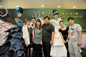 第35届亚洲发型化妆大赛 我院学生续冕冠亚军