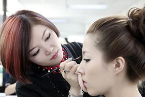 化妆学校—房婷学习心得体会