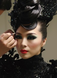 第37届亚洲发型化妆大赛李婉瑜获晚宴化妆亚军