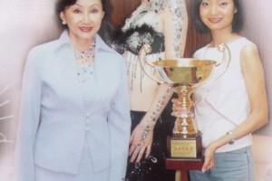 季萍在首届黄山国际美容美发节获晚宴化妆组全场总冠军 -