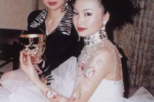 刘荣在97首届世界华人发型化妆大赛获新娘化妆组冠军 -