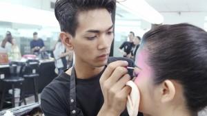缅甸汉语老师来到中国学习化妆技术