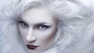 来自俄罗斯女孩爱上学化妆