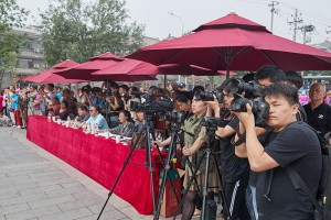 台前幕后,北京摄影班学员用相机记录每一个瞬间