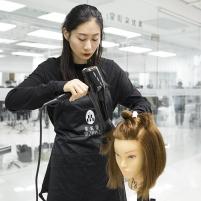 因为专业才会对美发更了解,蒙妮坦北京美发班2019第三期优秀毕业学员