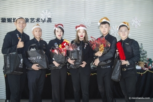 北京&大连蒙妮坦学校老师变身圣诞老人,美容美发化妆摄影美甲班同学让圣诞节更有仪式感