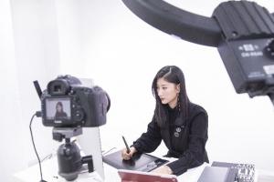 蒙妮坦摄影老师跨界线上直播,一节课了解如何靠后期修图秒变男神