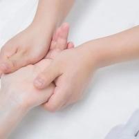 简单实用的美容专业手部护理教程
