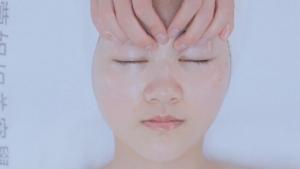 【蒙妮坦美容】面部刮痧,让脸部肌肤保持活力,美容教学示范课