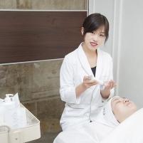 陈曦与姜楠高级美容师共同开办美容工作室