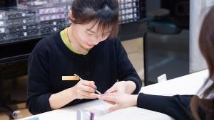 王雪嫚,蒙妮坦美甲学校学来的专业技术成为高级美甲师