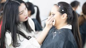 因为正热爱,所以更青春-化妆学员采访记录