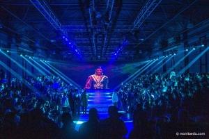 Round1时装周 | 当我们把目光聚焦在舞台上时,造型师在做什么?