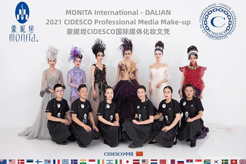 2021年国际CIDESCO国际艺术化妆文凭考试大合影_DALIAN-(2)_蒙妮坦