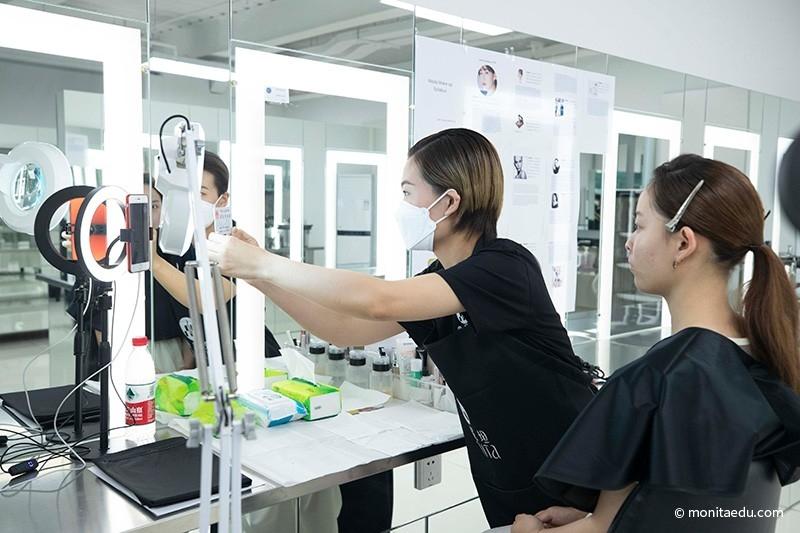 2021年国际CIDESCO国际艺术化妆文凭考试实录_BN1I8826_蒙妮坦